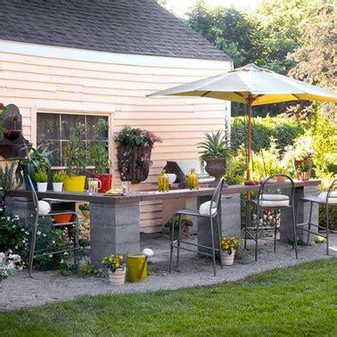 fabriquer comptoir bar jardin avec parpaing et plateau bois