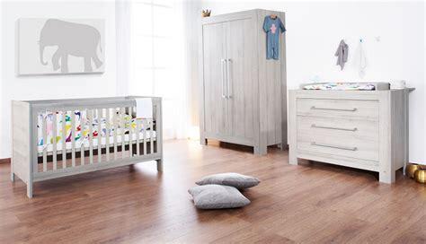 chambre blanche et bois 6 idées pour transformer la chambre de bébé en un cocon