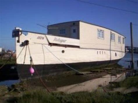 Houseboat England by 6 Bedroom Moored Houseboat In England Essex Colchester