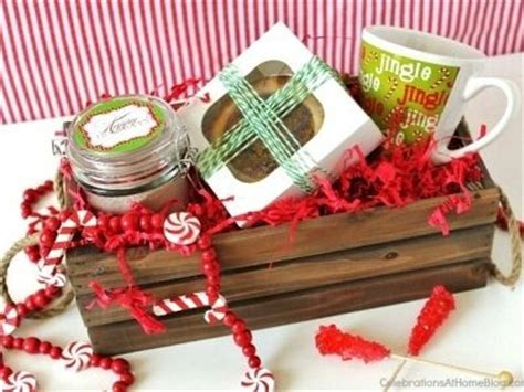 11 things to put in a christmas gift basket