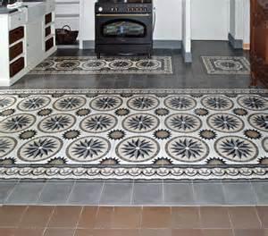 marokkanische wohnzimmer historische bodenfliesen in der küche