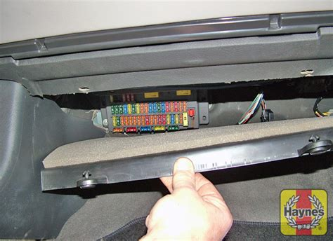 Rover 75 Bonnet Fuse Box by Rover 75 1999 2005 1 8 Fusebox And Diagnostic Socket