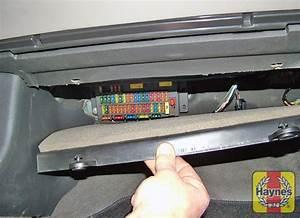 Rover 75  1999 - 2005  1 8 - Fusebox And Diagnostic Socket Locations
