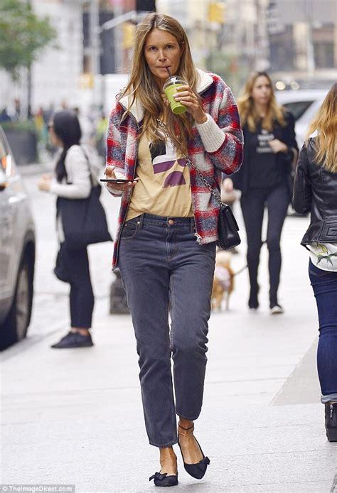 Elle Macpherson Goes Makeup Free She Sips Green Juice