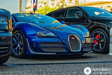 The bugatti veyron 16.4 super sport's flat, elongated form is immediately recognizable. Bugatti Veyron 16.4 Grand Sport Vitesse - 27 January 2020 - Autogespot