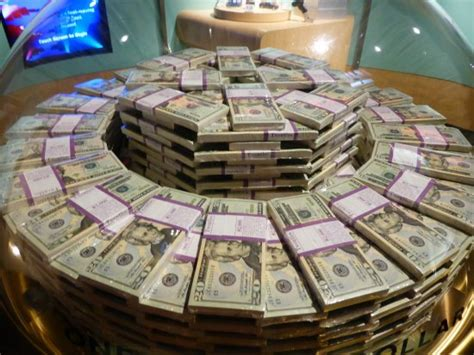 million dollar one million dollars in twenty dollar bills picture of money museum at the federal reserve bank