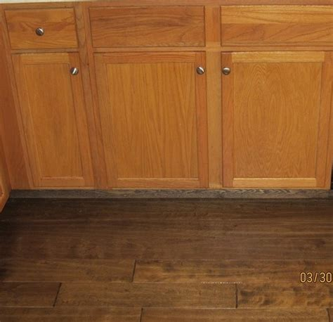 what color wood floor goes with oak cabinets honey oak cabinets with dark wood floors wood floors