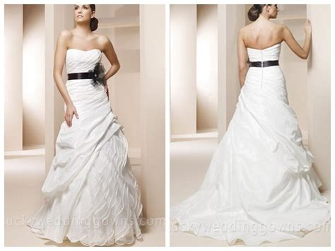 Trumpet Wedding Dress With Sweetheart Neckline And Black
