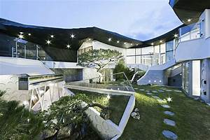 Stunning South Korean Courtyard Home Balances Tradition ...