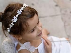 coiffure fille 23 idees de coiffures faciles pour votre With chambre bébé design avec couronne fleur cheveux mariage