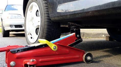 wagenheber ansetzen auto aufbocken pkw anheben mit boecken
