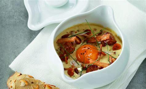 œuf cocotte au foie gras et girolles par l 39 école de
