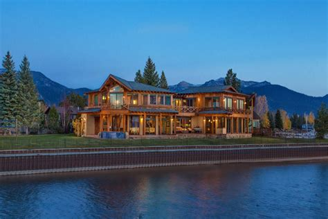 beachfront cottages  lakeside mansions  category puts  spotlight  homes