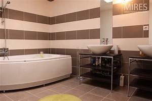 salle de bains rayee marron beige c0553 mires paris With carrelage marron salle de bain