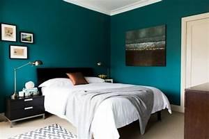 Idée Peinture Chambre Adulte : superbe idee couleur peinture chambre adulte 7 peinture bleu paon dans cette chambre a ~ Preciouscoupons.com Idées de Décoration