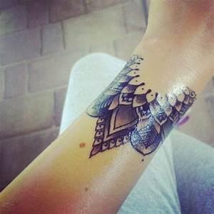 Mandala Tattoo Unterarm : 81 fantastic mandala wrist tattoos design ~ Frokenaadalensverden.com Haus und Dekorationen