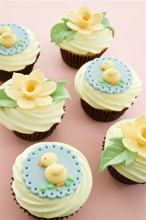 easter cupcakes decorations cupcakes decorated with easter toppers cakejournal com