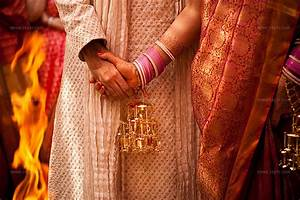 indian-wedding-hands | An Indian bride and groom hold ...