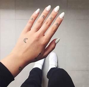 Finger Tattoo Herz : 1001 finger tattoo ideen und ihre bedeutung ~ Frokenaadalensverden.com Haus und Dekorationen