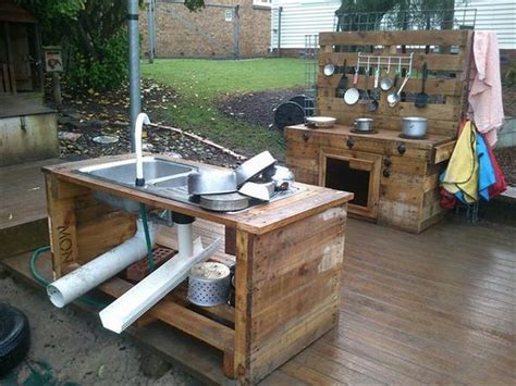 Recycled Pallet Wood Outdoor Kitchen   Pallet Wood Projects