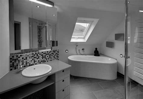 Tipps Fuer Das Badezimmer Unterm Dach by Badezimmer Aufteilung Mit Schr 228 Ge