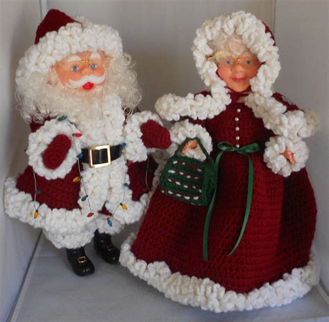 mr and mrs santa claus dolls with burgundy crocheted outfits