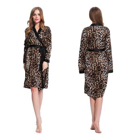robe de chambre mi longue en soie léopard lilysilk