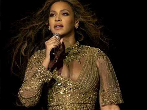 beyonce stuns indian  listers   performs