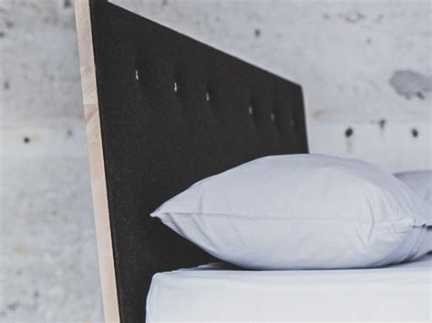 Das rückenteil unseres modells camara besteht aus vielen aneinandergereihten kissen. Zirbenbett Køje 04 astfrei mit gepolstertem Rückenteil und ...