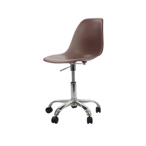 tapis plastique bureau charles eames chaise de bureau pscc tapis design chaise