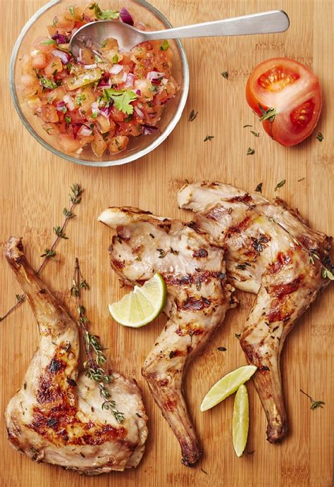 lapin grille au barbecue gigolettes de lapin au barbecue parfum 233 es au thym et au citron et salsa de tomates le grand