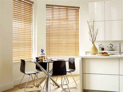 Kitchen Horizontal Blinds by Choosing The Right Kitchen Window Treatments Interior