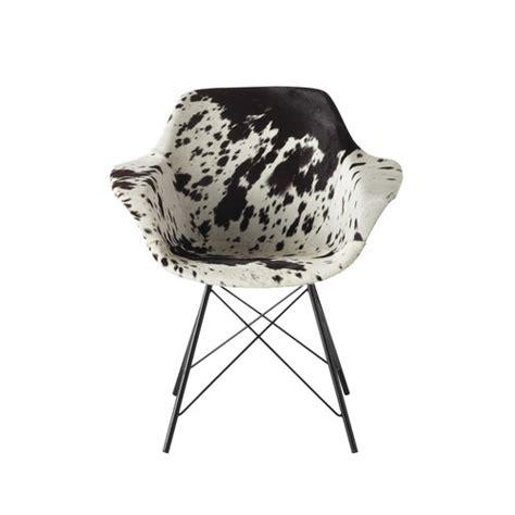 chaise peau de vache fauteuil guariche en peau de vache vire maisons du monde
