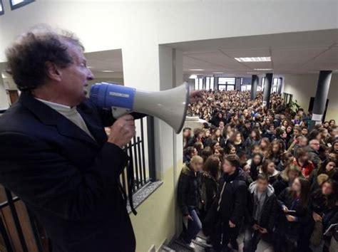 test d ingresso liceo linguistico il test dei tredicenni in 1450 per 216 posti corriere it