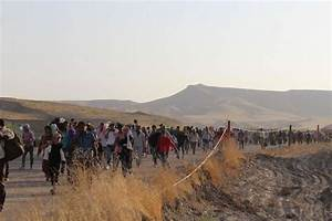 30,000 Syrian refugees flee to Iraq