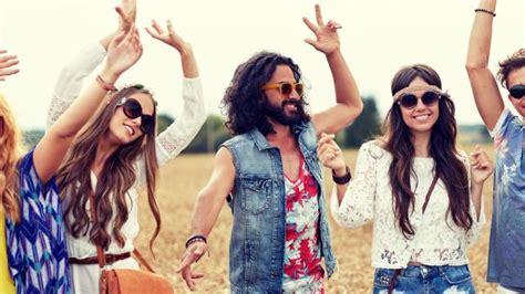 immagini hippie figli dei fiori festa a tema come vestirsi da figli dei fiori deabyday tv