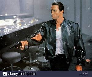 ARNOLD SCHWARZENEGGER RED HEAT (1988 Stock Photo: 31022021 ...