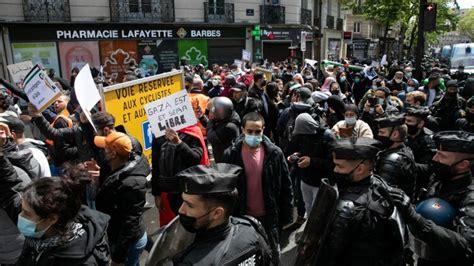 FOTO: Francijas policija cenšas savaldīt nesankcionētas ...