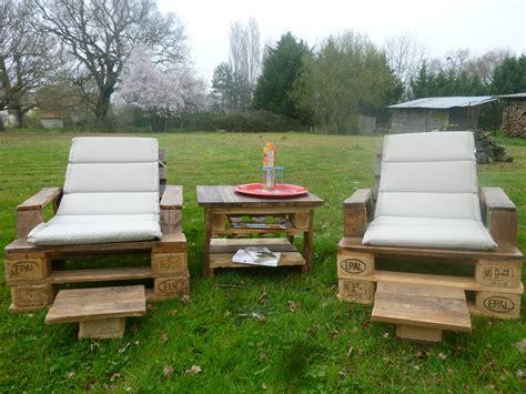 canapé en palette en bois awesome comment realiser un salon de jardin avec des