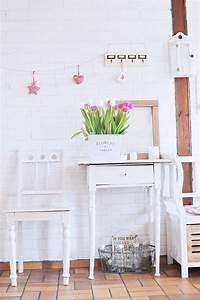 Kunststoffbeschichtete Möbel Streichen : diy alte dunkle m bel mit wei er farbe streichen bonny und kleid ~ Markanthonyermac.com Haus und Dekorationen