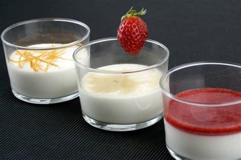 cuisine italienne recette de panna cotta à la vanille coulis de fraises fraîches facile et rapide