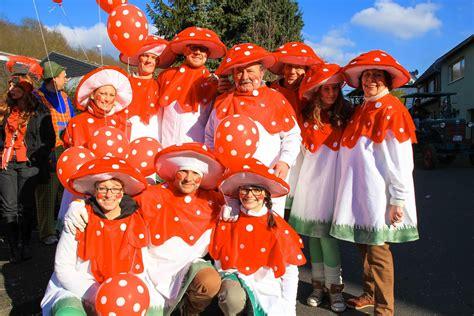 gruppe kostüme selber machen fliegenpilz kost 252 m karneval gruppe karneval in 2019