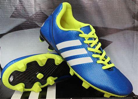 sepatu soccer adidas putih detail sepatu bola merek adidas 11nova putih