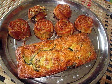 cuisiner une courgette recette de cake courgettes lardons noisettes idée trouvée