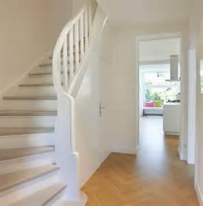 wohnideen flur mit treppe 2 die besten 17 ideen zu holztreppe auf treppe holz treppen und treppe