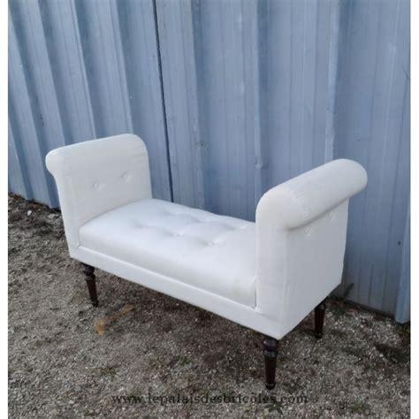 mini canap lit canapé banquette moderne tapissée en blanc le palais