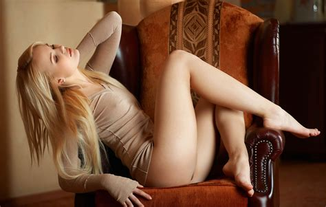 Sexy Blonde With Great Legs StephenX