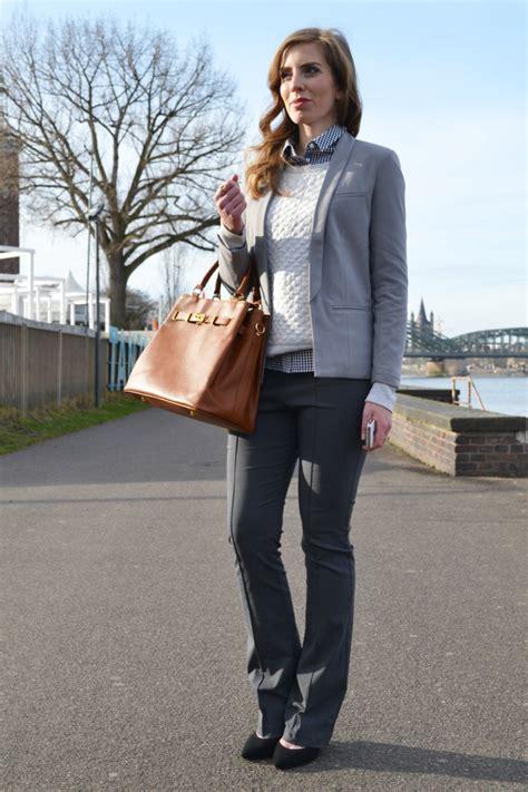 Welche Farbe Passt Zu Grau by Grau Und Braun Kombinieren Kleidung Wohn Design