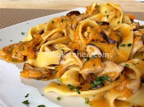 tagliatelle ai fiori di zucca pasta con zucca e funghi porcini ricetta passo passo
