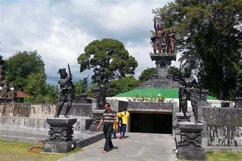 ramai dikunjungi wisatawan monumen jagaraga jadi lokasi